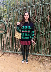 Tia - Antique Store Vintage Frog Purse, Thrifted 80s Ugly Frog Sweater, Tj Max For $5 Pink Shoes With Pearls - Vintage Frogs