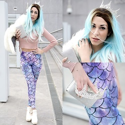Marina Mavromati - Shop Mermaid Rock Leggings, Uniqso Wig, Uniqso Contact Lenses, Gamiss Crown - -Mermaid Queen-