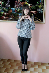 Sakuranko * - Checked Cold Shoulder Top   Black White S, Black Jeans - Checked Style