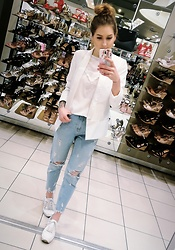 PASHIOON - New Look Mom Jeans, New Look White Top, Second Hand White Blazer, Deezee White Sneakers - Jeans is back