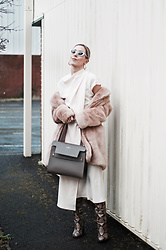 Daniella Robins - Black Eyewear Sunglasses, Paul's Boutique London Ltd. Bag - Pink Monday's – Inspired By Rose Quartz