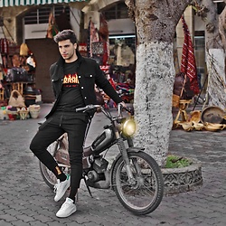 Ayoub Mani - Forever 21 Jacket, T Shirt Thrasher, Zara Suit Pant, Socks Thrasher, Adidas Shoes - The vision of a visionaries