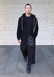 No Rehearsal - Craig Green Hoodie, Uniqlo Tee, Kris Van Assche Mini Bag, Facetasm Oversized Trousers, Vetements Sneakers - 20. DARK