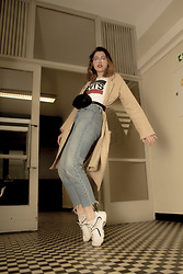 Agnieszka W. - Levi's® Retro Collection, Reebok Originall Dmx From Early 2000, Levi's® Wedgie Jeans, Christian Laurier Paris Belt Bag (Gucci Style), Mango Long Cotton Coat - Born in 90s so live in 90s