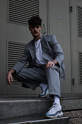 Bart Merks - Nike Air Max 95, Saint Laurent Vintage Suit, Nike White Socks, Weekday White Tee - Please book me first-class to my fancy house in London town.