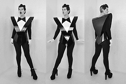 Suzi West - Suzi West Model Klaus Nomi Costume, Forever 21 Longsleeve Top, Make Believe Costumes & Dancewear Gloves, Forever 21 Leggings, Speed Limit 98 Lita Boots - 31 October 2017