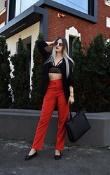 Raluca M - Na Kd Red Trousers, H&M Black Flat Shoes, Zara Black Blazer, H&M Sunglasses, Na Kd Bralette, Mohito Black Bag - Insta-look black and red