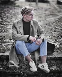 Edgar - H&M Black Roll Neck Sweater, Gray Oversized Coat, Aeon Black Leather Watch, Primark Black Backpack, Adidas White Superstar Sneakers, Bershka Cropped Denim Jeans, Black Framed Optical Glasses - CHIC CASUAL