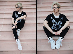 Kyris Kat - Puma X Fenty Rhianna Suede Platform Sneakers, Killstar Short Sleeve Sweater Top, Topshop Distressed Skinny Jeans - Black and White