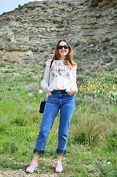 Elisabeth Green - Zaful Blouse, Sammydress Sneakers - Blouse and Jeans
