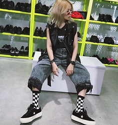 Vita Chen - Vii & Co. Faux Leather Vest, Vii & Co. Bf Jeans With Chains, Vii & Co. Checkerboard Ankle Socks, Converse One Star Platform, Vii & Co. Gun T Shirts - VII&CO Kaohsiung Shop