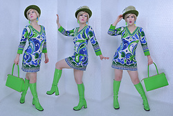 Suzi West - Kutz 1960s Vintage Hat, Forever Young Wig, Suzi West Model Toy Earrings, Barbara Gerwit Groovy Dress, Alan Stuart Purse, Ellie Shoes Go Go Boots - 13 February 2018