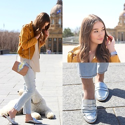 Taylor Doucette - Dolce Vita Metallic Silver Loafer Mules, Boohoo Mustard Yellow Leather Jacket, Citizens Of Humanity Light Wash Straight Leg Jeans - Back To You - Selena Gomez