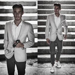 Edgar - Asos White Shirt, Asos Gray Suit Blazer, Daniel Wellington Black Leather Watch, Primark Gray Suit Trousers, Adidas White Superstar Sneakers - SUMMER CHIC CASUAL