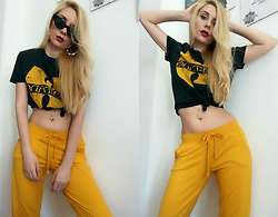 Karolina Janota - H&M T Shirt, Terranova Pants, Sinsay Sunglasses, Bershka Earrings - Wu tang clan is nothing to mess with.