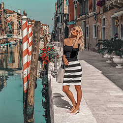Vera Hutterer - Na Kd Oval Sunglasses, Tally Weijl Black Top, Guess Striped Skirt, Dkny Dorris Sling Back Pumps, Guess Shopper - Mambo Italiano | la-blonde.com