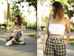 Elsa Gervasi - Zara Top, Zaful Pants, Sammydress Sneakers - Checkered Pants