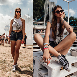 Jacky - Converse Shoes, Levi's Shorts, Zara Top - Festival Style