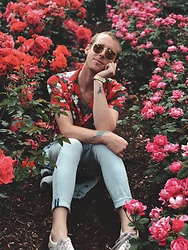 William Dober - H&M Floral Top, Fossil Gold Watch, H&M Denim Skinny Jeans, Vintage Glasses - 🌹🌹🌹