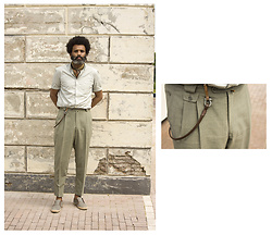 Dualleh Abdulrahman - H&M 100% Cotton Light Green Shirt, Traffic Light Green Linnen, Diy Keychain, H&M Grey Laced Espadrilles, No Brand Silk Neckerchief - Minimalist summer gent