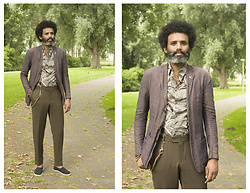 Dualleh Abdulrahman - Marlboro Classic Three Button Linnen Blazer, H&M Palm Trees Linnen Shirt, My Own Diy Hook Keychain, Zara Black Espadrilles, Canda Olive Dark Cotton Pants - Casual monday