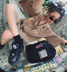 Vita Chen - Vii & Co. Tigers Embroidery Kimono, Vii & Co. Modern Plastic Sunglasses, Comme Des Garçons Garcons Backpack, Buffalo Platform Sneakers - 서울
