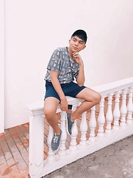 Dwight Navarro - Keds Shoes, Uniqlo Shorts, Forever 21 Printed Shirt - Ig: dwightnavarro