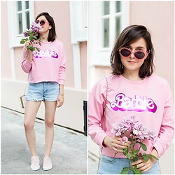 Marijana M - Sinsay Barbie Sweatshirt, Sinsay Denim Shorts, Vans Pink Sneakers, Sinsay Pink Sunglasses, Choies Clutch Bag - Barbie Girl