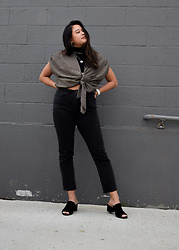 Olivia Corcoran - Zara Tied T Shirt, Subdued Black Jeans, Aldo Black Mules - Tied-T and Turtleneck Pop