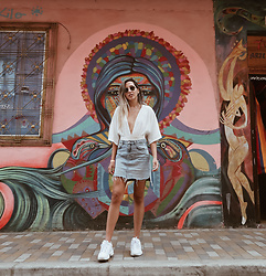 Raquel Paiva - Nasty Gal Top, H&M Skirt, Fila Sneakers - Grafitti tour in bogota