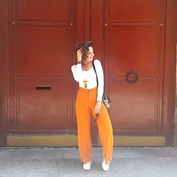 LisandrA - Zara Pant, Le Petite Lunettier Glasses, Uniqlo Tee Shirt - The door is cool