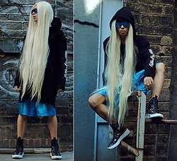 Milex X - Diva Tress Wig, Silent Studios Sweatshirt, Madwag Shorts, United Nude Shoes, Aye Sunglasses - INCOGNITO BLOND