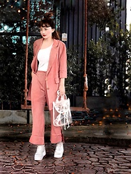 Small Feet Yeti - Blazers, Pantsuits, One Sleeve Tops, Transparent Bag, H&M Chunky Sneakers - Causal Pant suit !