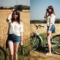 Audrey - Stradivarius Top, Bershka Short - Denim in summer.