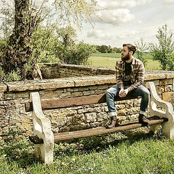 Romain CHAREYRE - Wrangler Long Sleeves Tee, All Saints Long Sleeve Shirt, Levi's® Dark Brown Boots - Country mood