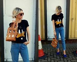 Joanna L - Topshop Jeans, Stradivarius Shoes, Tkmaxx Duffy Duck Tshirt - Duffy duck tshirt/ looney tunes
