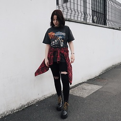 Natasha Hide - Pull & Bear Platform Boots, Vintage T Shirt & Flannel, Stradivarius High Waisted Black Jeans - Grunge roots
