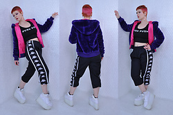 Suzi West - Suzi West Model Barbie Hand Earrings, Target Faux Fur Jacket, Paper Root Clothing Push Push Salon Top, Kappa 1990s Gym Pants, Yru Qozmo - 07 March 2018