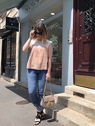 The laid-back girl Léa - Sézane Blouse, Levi's® Jeans, Chloé Bag, Chloé Sandals - Soft pink