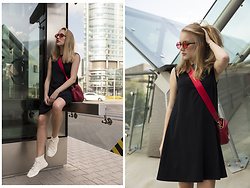 Ewa Michalik - Zara Sneakers, Pull & Bear Sunglasses - Stay Safe