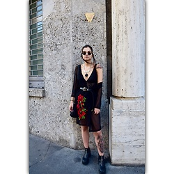 Katherine - Shein Kimono With Flowers, Asos Necklace Silver And Black, Asos Sunglasses, Shein Black Belt Vintage, H&M Plateau Boots, Zara Body V Neck, H&M Black Bag - Some red flowers🌹.
