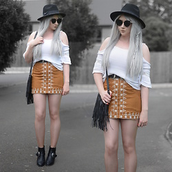 Sammi Jackson - Primark Black Fedora, Zaful Sunglasses, Boohoo Off Shoulder Top, Choies Double Buckled Belt, Sammydress Embroidered Suede Skirt, Romwe Fringed Bag, Missguided Buckled Boots - BROWN SKIRT
