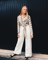 Holly U - Paul Costello Vintage Linen, Pretty Little Thing Snakeskin Blouse, New Look Leather Sandals - 🐍 Snakes