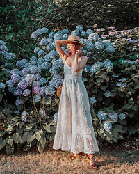 Arielle - Ministry Of Style Jumper, Urban Outfitters Boater Hat - Hydrangeas in VanDusen Botanical Garden