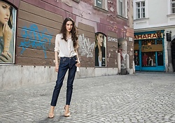 Veronika Lipar - Stuart Weitzman Sandals, A.P.C. Dark Denim Jeans - I could wear this chic outfit every day