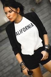 Isabel Alexander -  - Casual Chic Look for Fall - Logomania