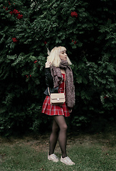 Ninni Wallin - Olympus Camera Bag, H&M Schoolgirl Skirt, Vans Oldskool - I fall to pieces when I'm with you