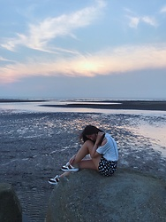 Syrena Hung - Zara Sneaker, Zara T Shirt, Mango Shorts - The sunset.