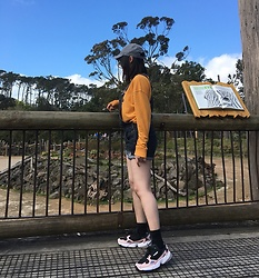 Julia Nguyen - Adidas Falcon, Tommy Hilfiger Sweater - Day Out
