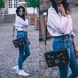 Audrey - H&M Jeans, Close Shirt, Primark Bag, Converse Sneakers - White shirt & Denim